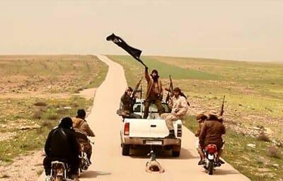 Photo of داعش يقوم بسحل جثث عناصر النظام بريف ديرالزور الغربي