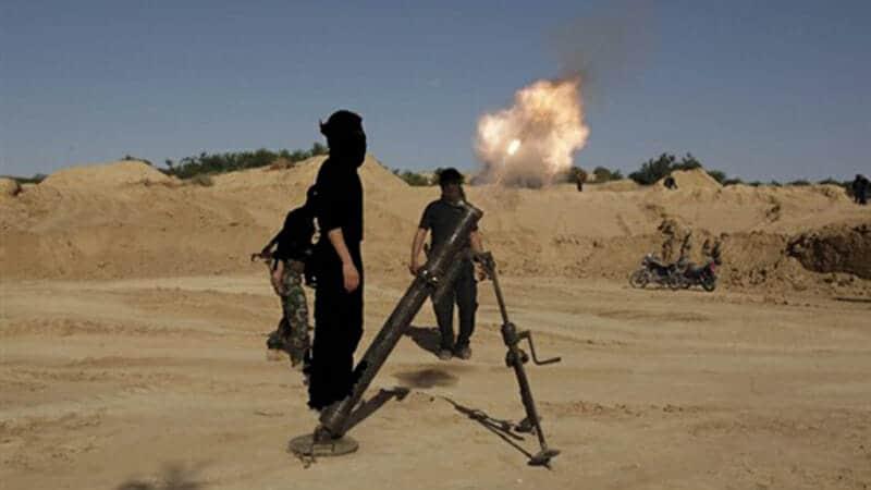 Photo of داعش يشن هجوماً على مطار ديرالزور العسكري ويبدأه بمفخخة
