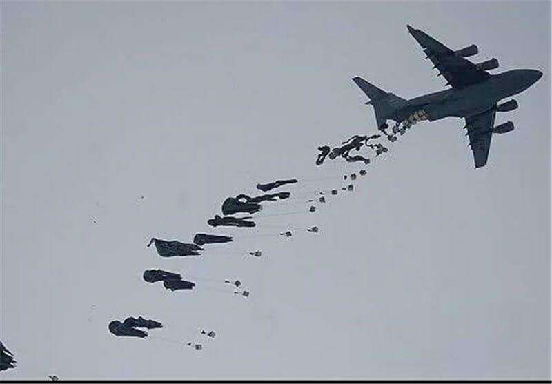 Photo of طائرات الشحن تلقي مساعدات على دير الزور , والهلال الأحمر يوزّع قسماً منها.