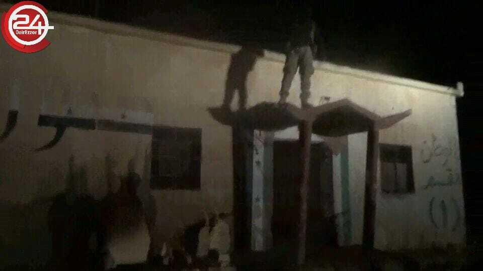 Photo of جيش أسود الشرقية يسيطر على سرية الوعر بعد طرد داعش منها.