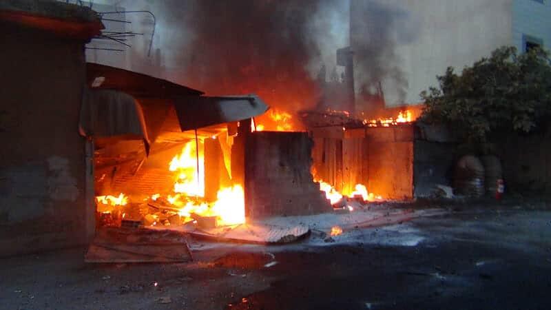 Photo of حريق يدمر منزل في حي الجورة المحاصر بديرالزور