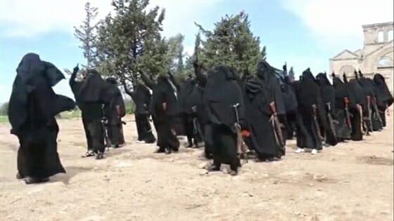 Photo of احتجاز سيدة بقفص في مدينة الميادين