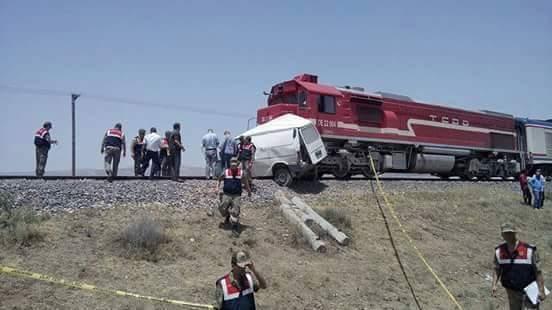 Photo of وفاة أربعة عمال من ديرالزور بحادث سير في مدينة لازيغ التركية.