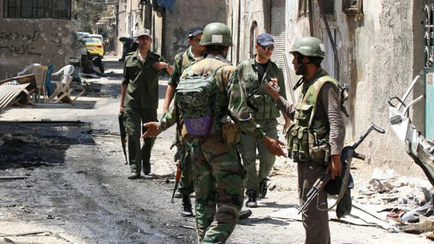 Photo of الموظفين في دوائر حكومة الأسد إلى التجنيد الإجباري في ديرالزور