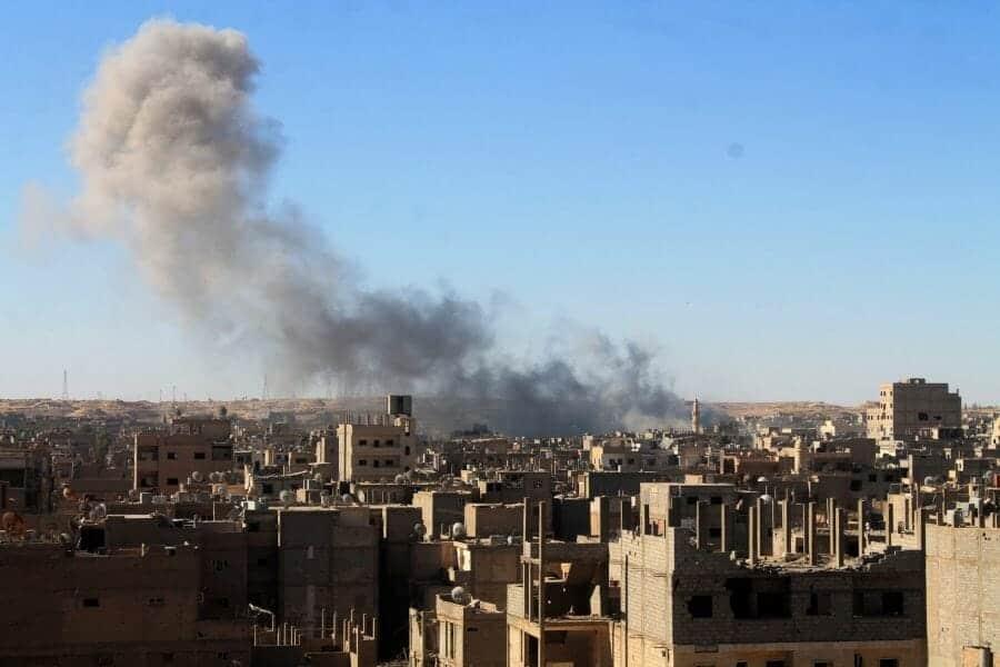 Photo of مجزرة يرتكبها طيران الأسد، بحي العمال في مدينة ديرالزور.