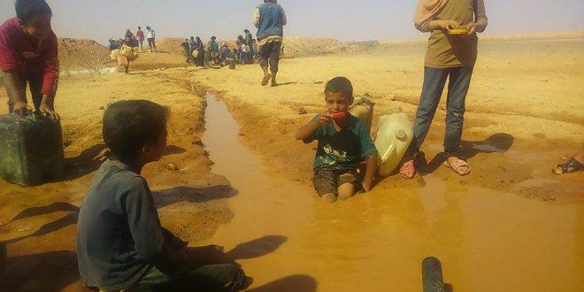 Photo of عشرات الآلاف من سكان مخيم الركبان حياتهم في خطر .. والمياه غير صالحة للشرب