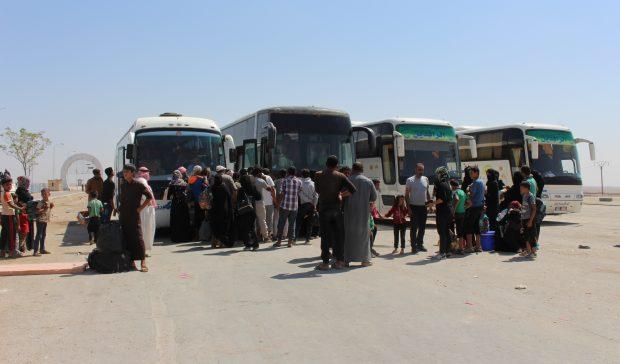 Photo of إدارة مخيم السد تفرض رسوم لنقل مغادري المخيم من أبناء ديرالزور